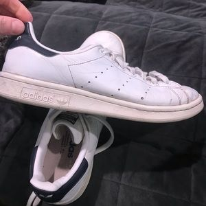 Navy Stan smith tennis shoes